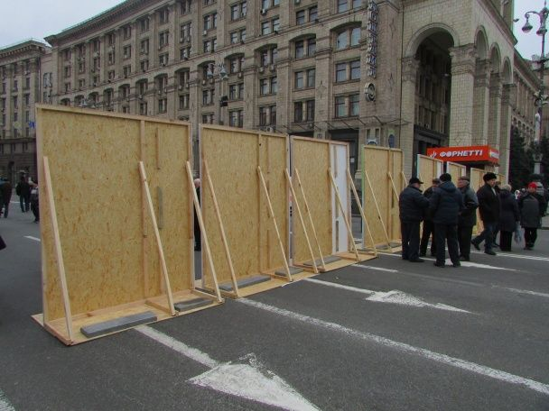 Активісти перекрили Майдан Незалежності портретами Небесної Сотні