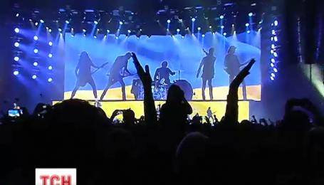 В Киеве легендарная рок-группа Scorpions отметила юбилей на сцене под желто-голубым флагом