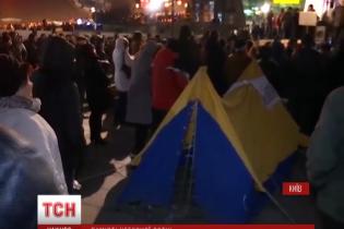 Активісти з намету на Майдані вимагають відставок Яценюка і Порошенка