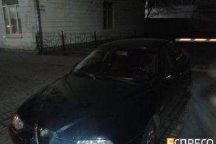 У Києві четверо озброєних чоловіків напали на авто активістів