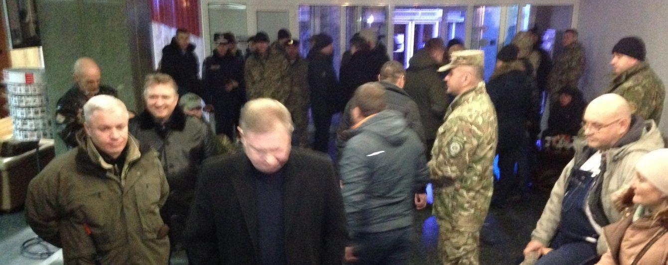"""Официальные лица и визитеры покинули отель """"Казацкий"""""""