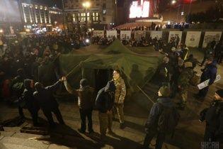 Провокації на Майдані. Хто стоїть за розтрощенням офісів банків та кому вигідні протести