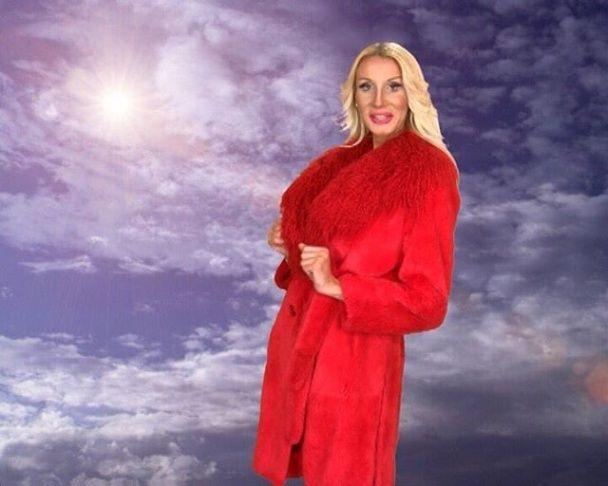 Російська ведуча із п'ятим розміром грудей поскаржилася, що її називають трансвеститом