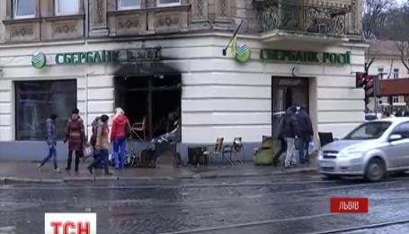 Во Львове ночью горели три отделения российских банков