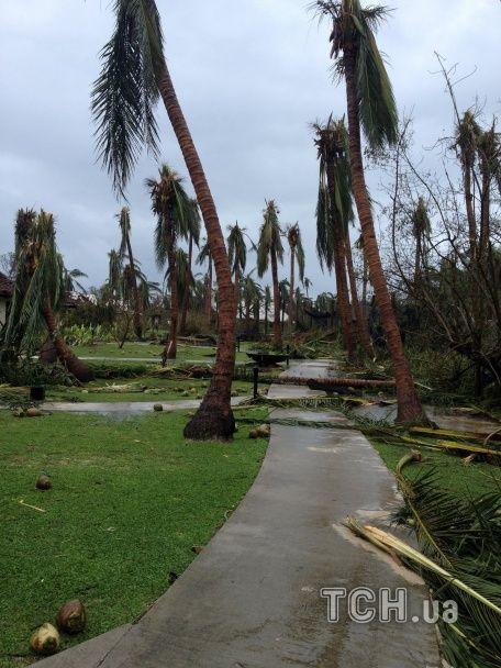 Наслідки руйнівного урагану на Фіджі: десятки жертв та зруйновані села