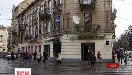 Этой ночью во Львове почти одновременно подожгли сразу три российских банка