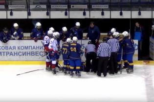 Український хокеїст врятував життя партнеру під час матчу