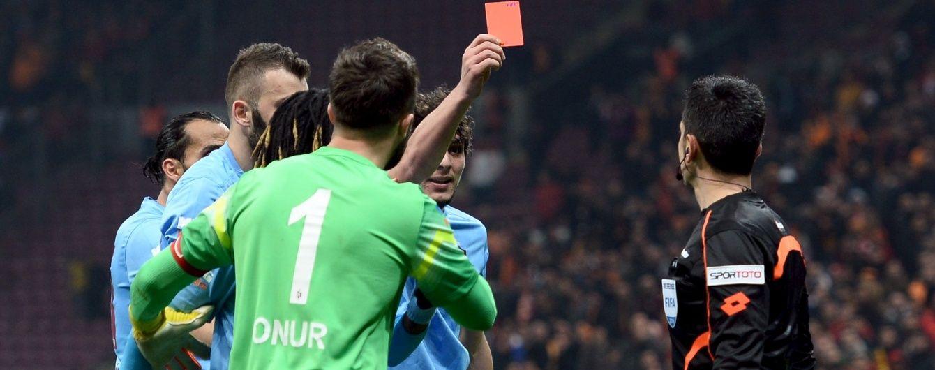 В Туреччині футболіст показав червону картку арбітру
