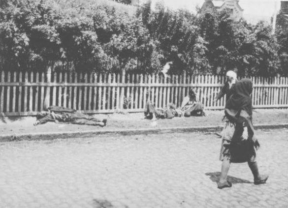 Вулиця українського міста під час Голодомору