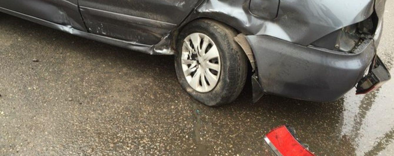 У Житомирі дитина загинула під колесами авто, яке вилетіло на зупинку