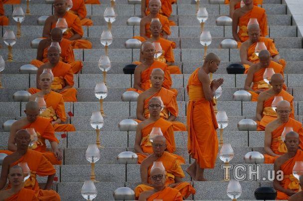 Свято Макха Буча. Як виглядає церемонія очищення розуму буддистськими ченцями