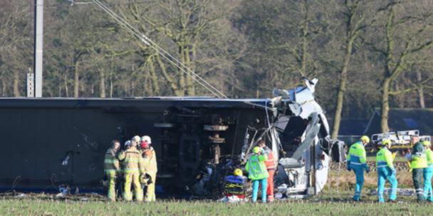 У Нідерландах поїзд врізвався в кран і зійшов з рейок: є жертви