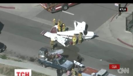 В США маленький самолет попал в аварию во время посадки