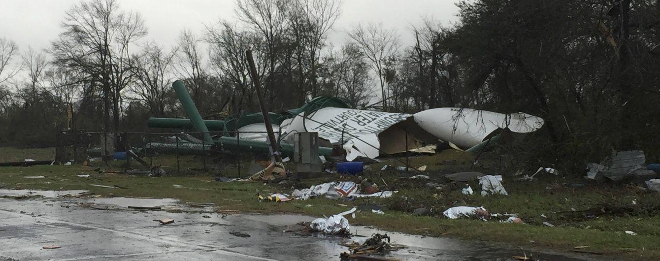 У США пронеслися одразу 7 торнадо: розкидані вантажівки, зруйновані будинки та є жертви