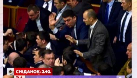 Кабмин запретил депутатам драться и ругаться