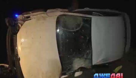Пьяная женщина не справилась с управлением авто и слетела в кювет