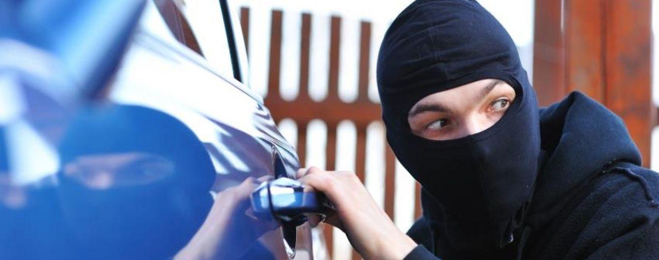 Украинских пограничников обучили отличать краденые в Европе автомобили