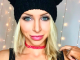 Сексуальна блондинка з магістерською освітою розповіла, чому вирішила стати мегазіркою в порно