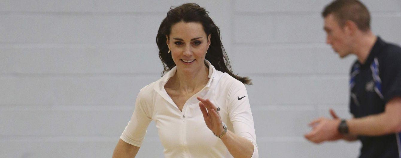 Бег с препятствиями и игра в теннис: герцогиня Кембриджская развлекается в Шотландии