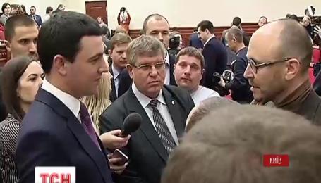 На заседании Киевсовета блокируют трибуну из-за выборов в райсоветы