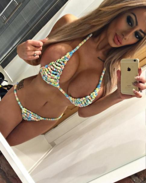 """Крихітні бікіні та білизна в стилі """"садо-мазо"""". Що постить в Instagram 22-річна зірка порно"""