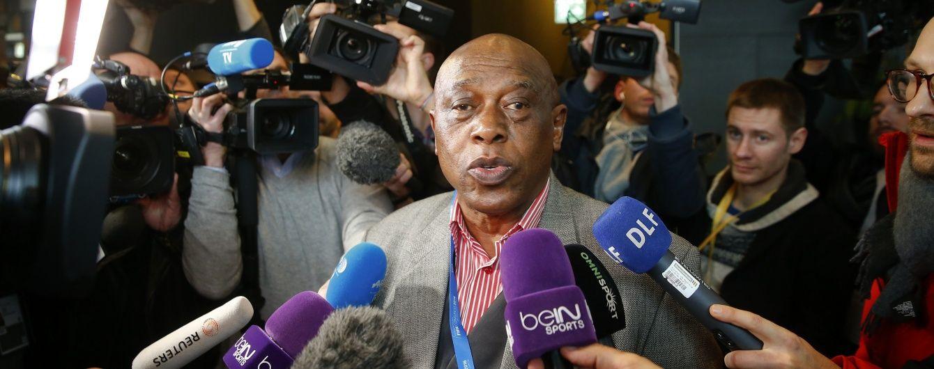 Мінус один:  кандидат на пост президента ФІФА знявся із виборів