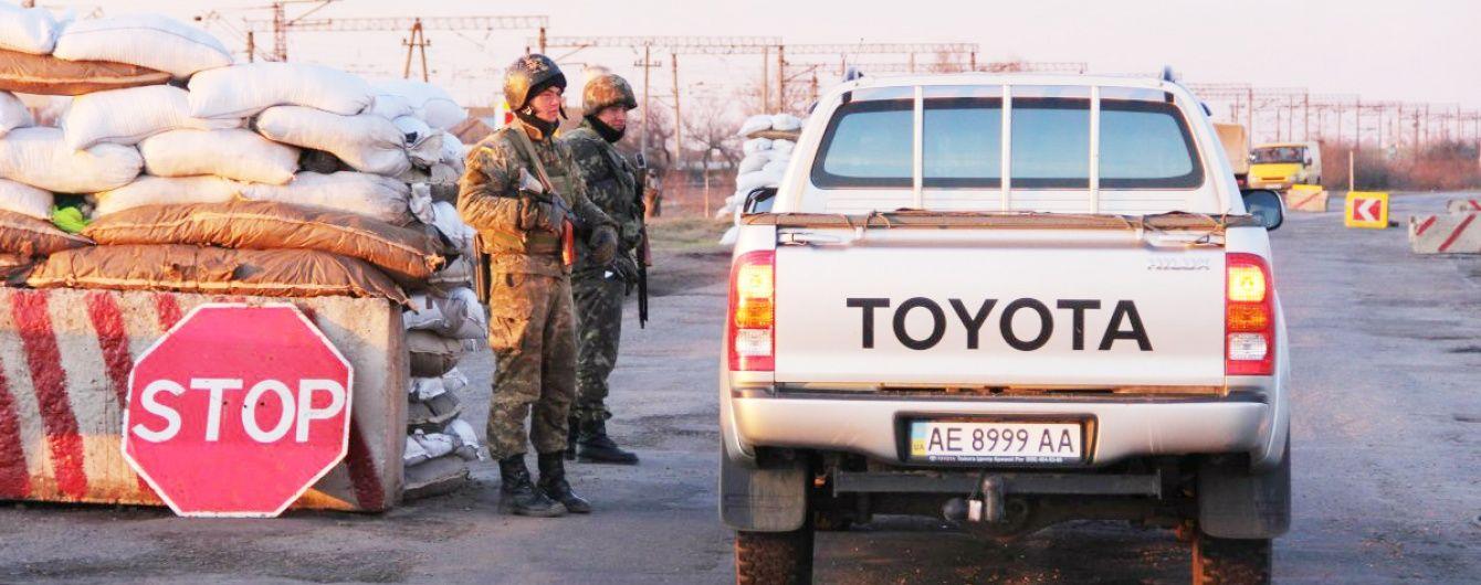 Україна та Росія скасували всі обмеження на в'їзд транспорту, але Крим заблокований