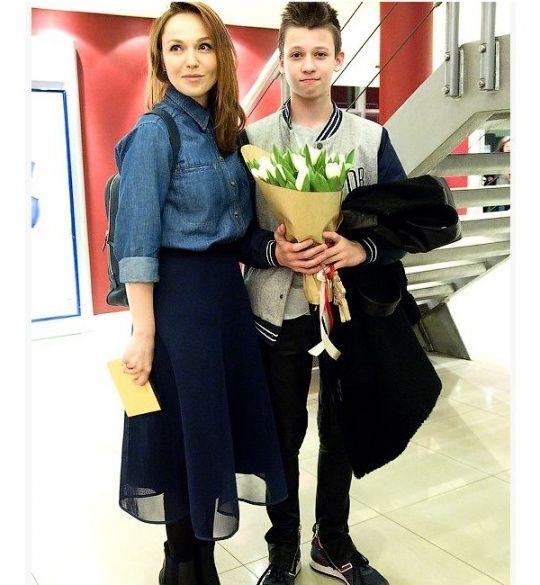 Альбіна Джанабаєва з сином