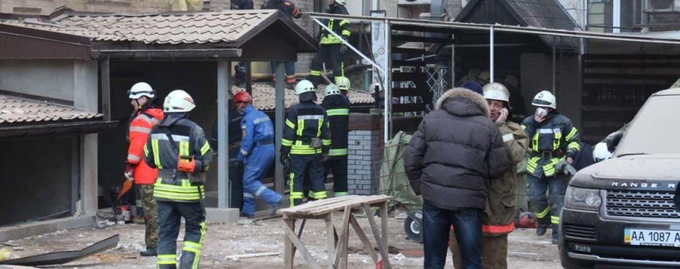 Рятувальники досі шукають під завалами будинку в центрі Києва двох людей