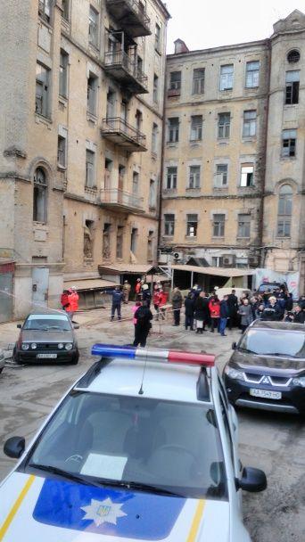 Обвалення будинку у центрі Києва: з-під руїн витягли двох людей