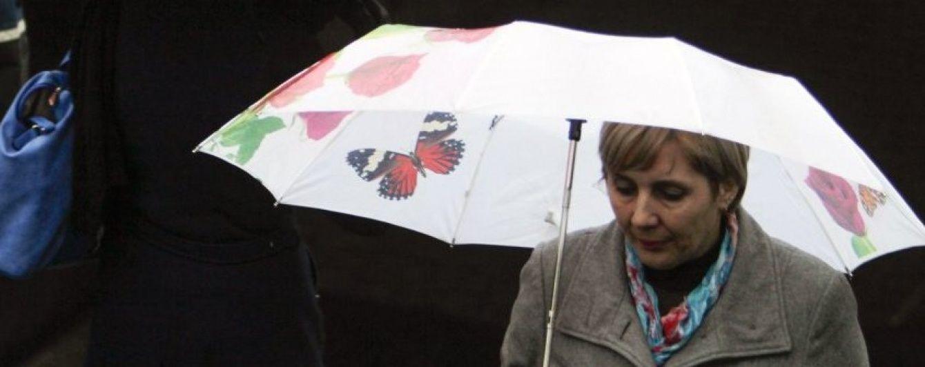 Україну цілий день заливатимуть грозові дощі