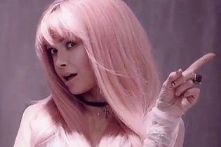Віра Брежнєва з рожевим волоссям приміряла образ дівчинки-аніме