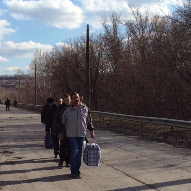 Геращенко розповіла подробиці звільнення трьох українців з полону бойовиків