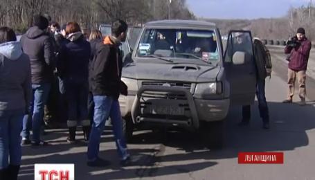 Трьох українських заручників визволили з полону бойовиків
