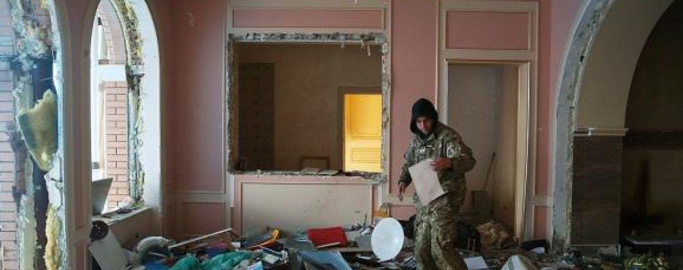 Український фотограф показав, на що мародери перетворили маєток Пшонки