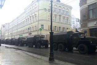 Роковини вбивства Нємцова: перші арешти та військові вантажівки