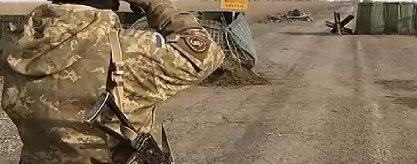 """Контрабанда в """"сірій зоні"""" на Донбасі. Як силовики """"кришують"""" нелегальний бізнес"""