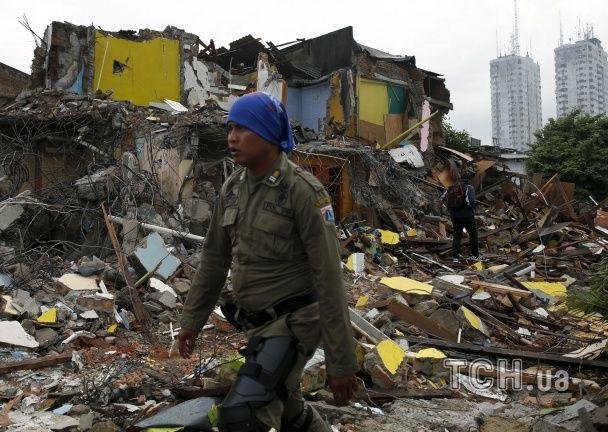 Проституції бій. У Джакарті бульдозерами зрівняли із землею квартал Червоних ліхтарів
