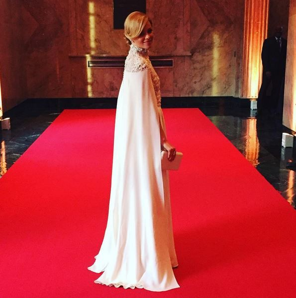 «Голые» платья звезд: самые скандальные наряды