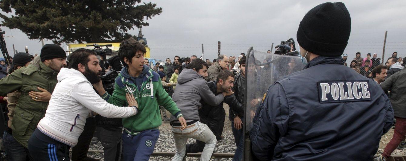 У Греції противники пенсійної реформи закидали поліцейських камінням і коктейлями Молотова