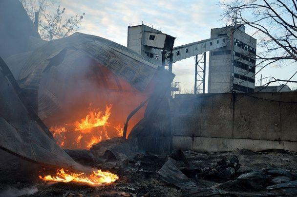 """""""Свавілля 90-х"""". У Дніпропетровську зловмисники у балаклавах спалили два підприємства"""