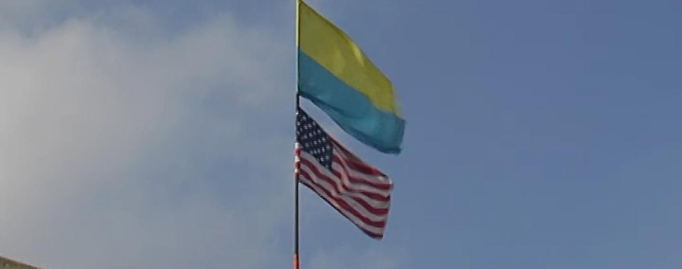 На Донеччині військові з прапором США обороняють колишній Нью-Йорк