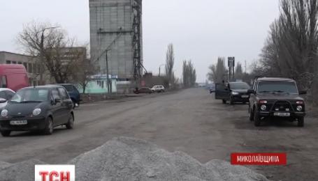 На Николаевщине шестые сутки люди блокируют трассу на Днепропетровск