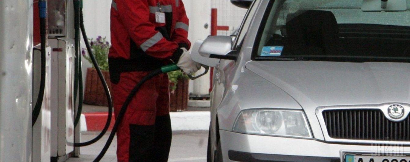 На АЗС стрімко поповзли ціни на пальне. Середня вартість на 26 квітня