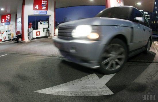 Скільки коштує заправити авто на АЗС. Середні ціни на 12 грудня