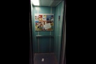 """Російські окупанти цілодобово """"крутять"""" гімн РФ у відключених ліфтах Севастополя"""