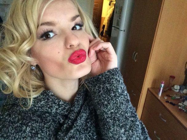 У Петербурзі дівчина по-звірячому вбила свою відому 17-річну сестру-фотомодель