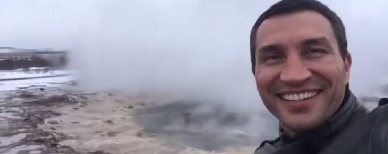 Володимир Кличко записав відео на фоні гейзера, що вибухає