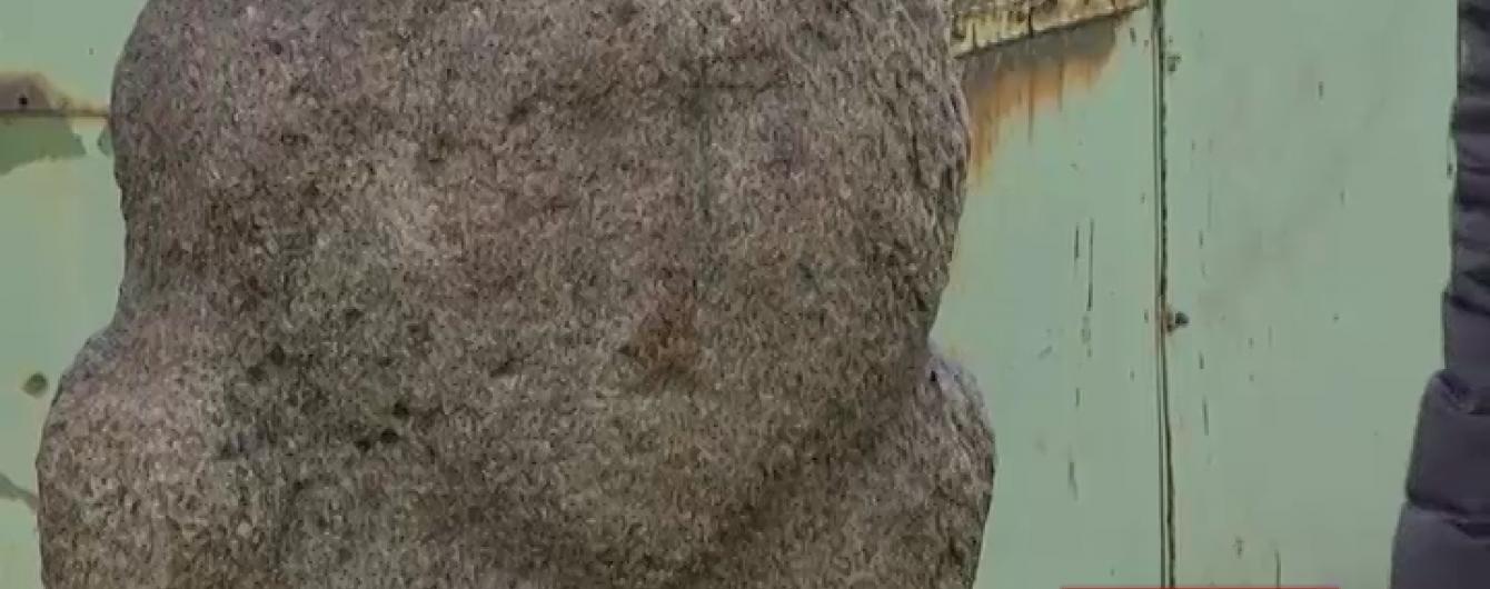 Тисячолітню скіфську скульптуру знайшли на звалищі в селі на Кіровоградщині
