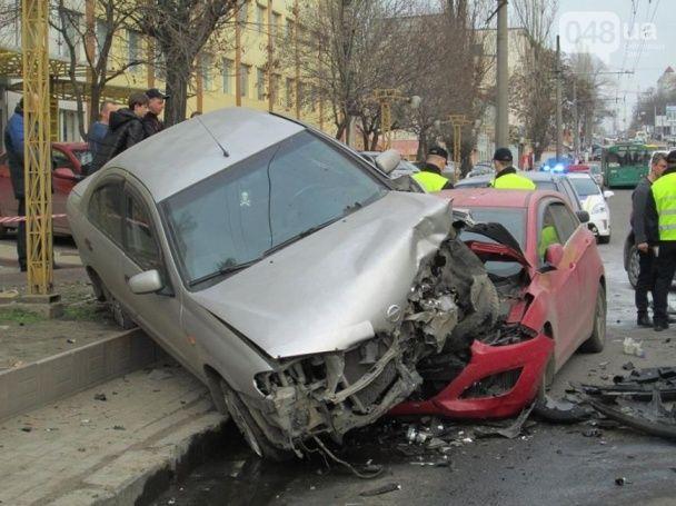 Масштабна ДТП в Одесі: Hyundai протаранив три автомобілі і спалахнув